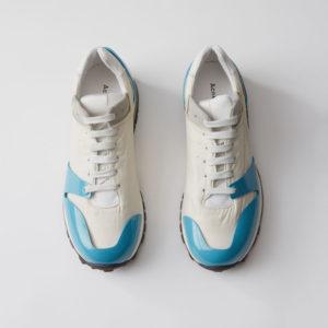 Sneakers Jimmy vit:turkos från Acne Studios