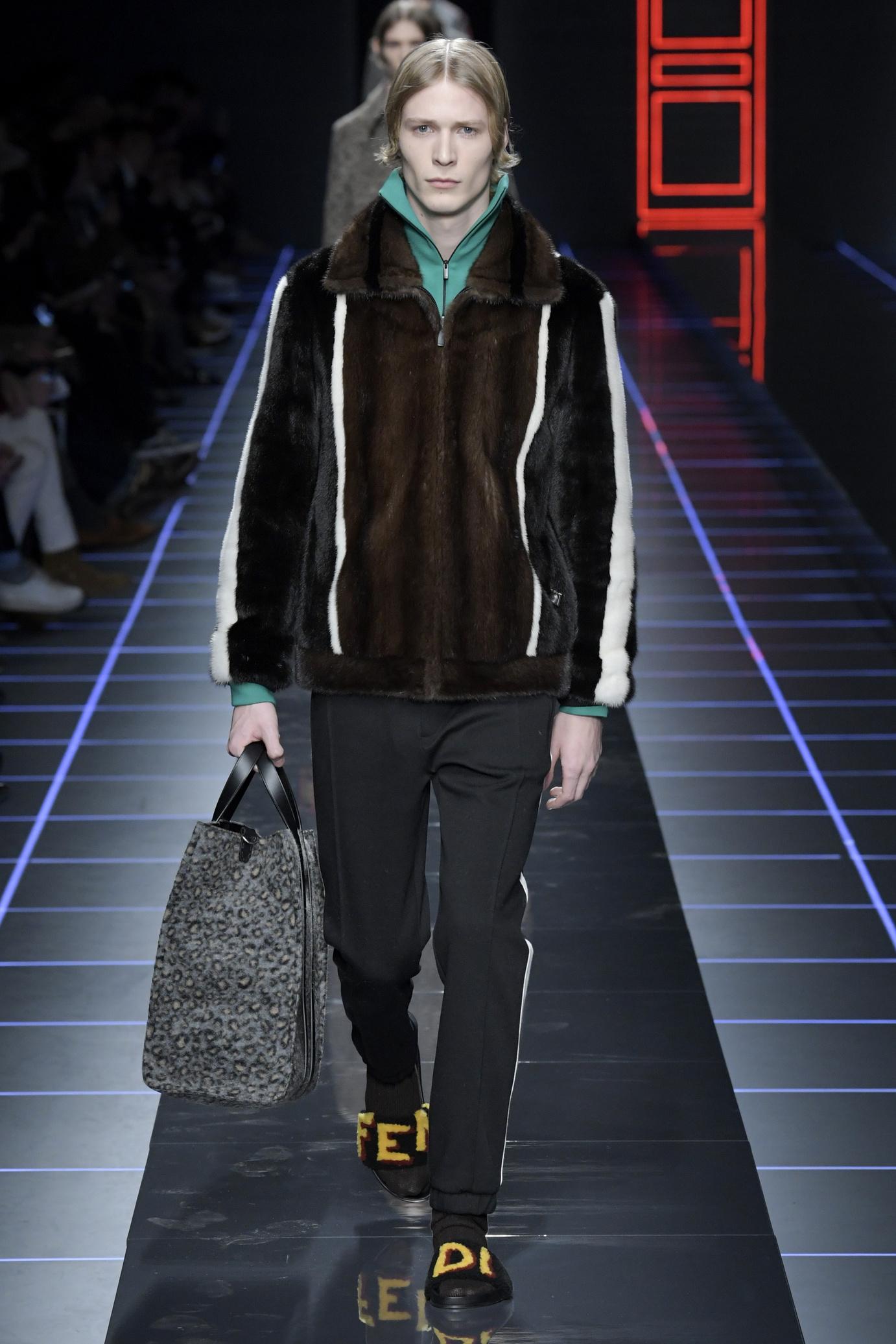 Fendi Men's Fall Winter 2017 : 2018 Fur Fur Coat Päls Herr Man