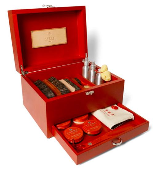 Klädvård - Turms Complete Shoe Care Kit With Wood Case open