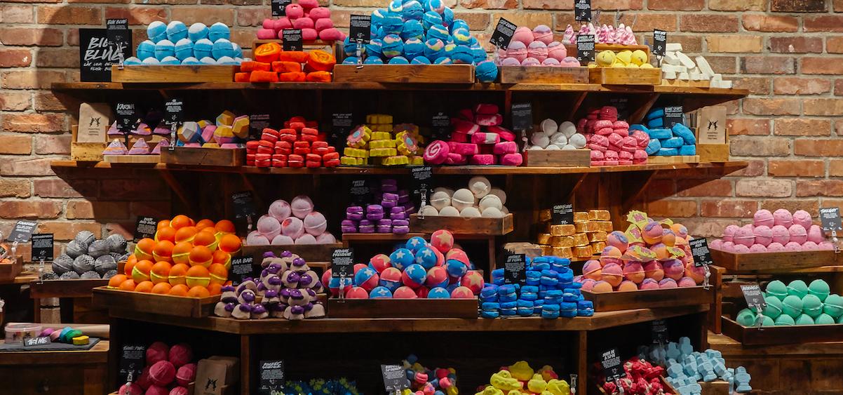 Lush nya butik butik är större än någonsin och byggd med återvunnet material