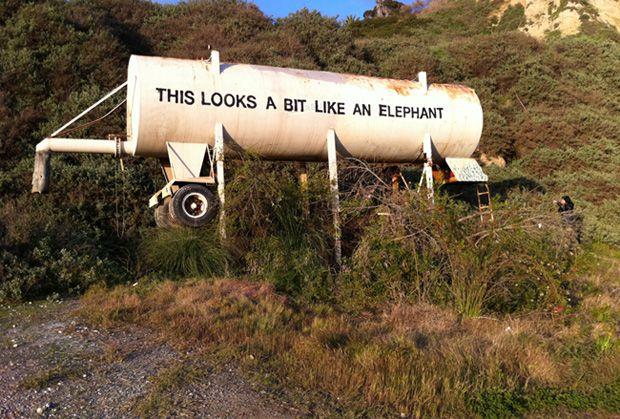 Lush Tank Battle Gorilla Perfume – sprayfärg möter rostig vattentank