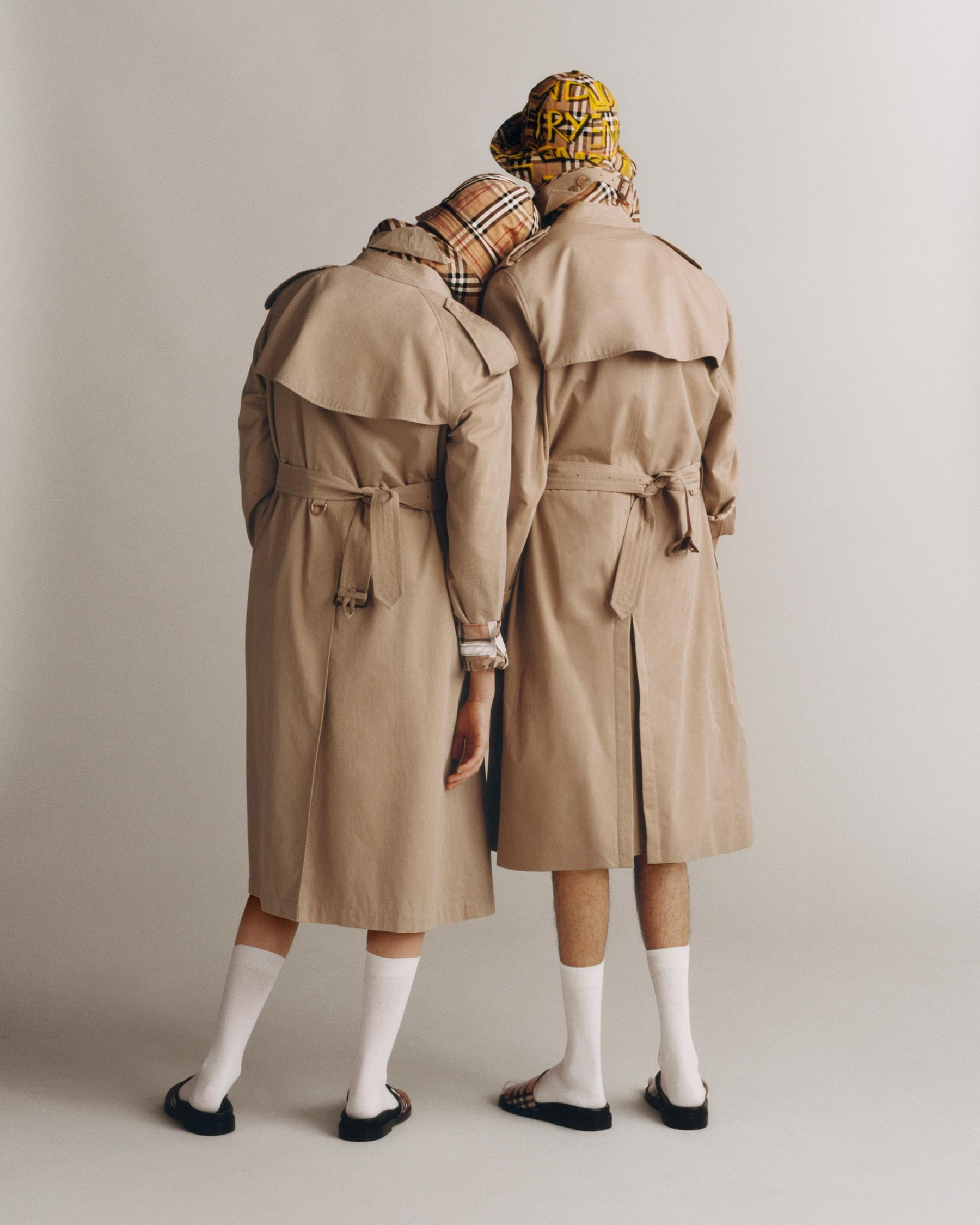 Burberrys nya monogram Burberry-heritage-trench-2018-ad-campaign-the-impression-04
