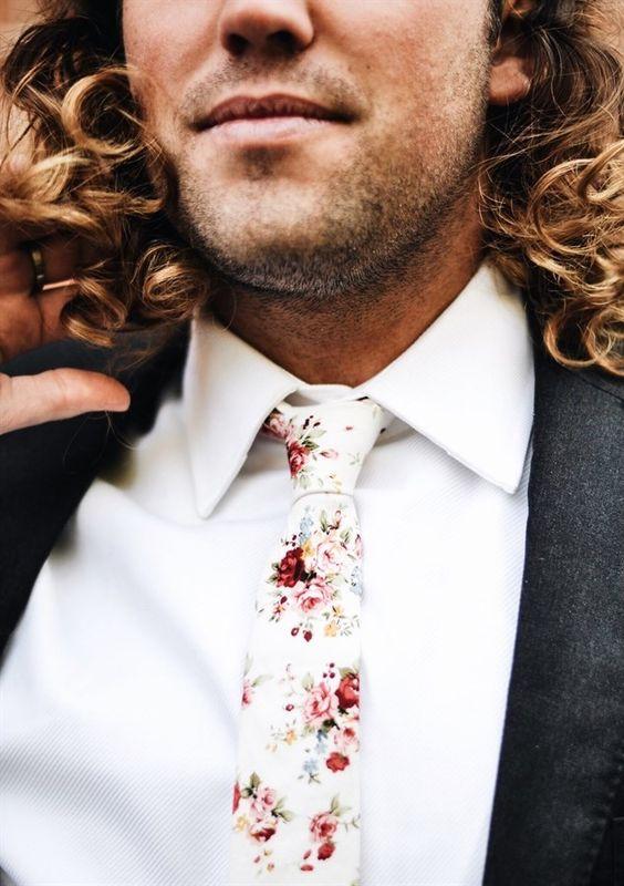 MANFRED och slipsknutar.com vit-blommig-slips