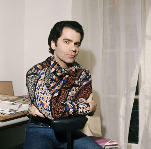 Karl Lagerfeld i mönstrad skjorta