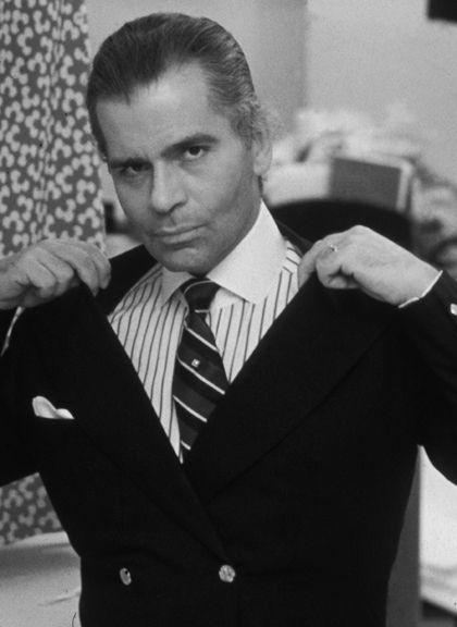 Karl Lagerfeld i randig skjorta och slips