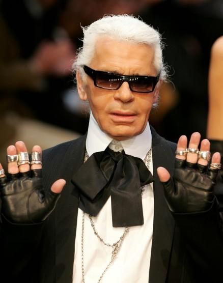 Karl Lagerfeld med rosett och ringar