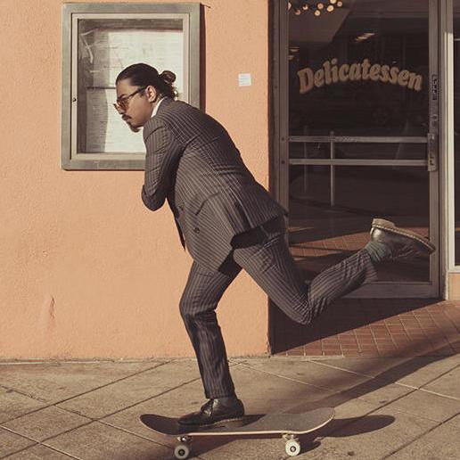 SEB MAN man som åker skateboard