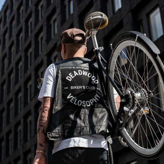Deadwood x Velosophy Bikerväst och cykel